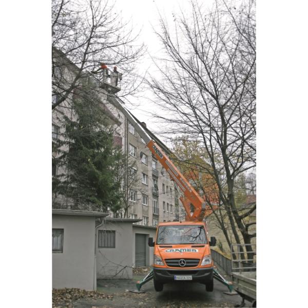 T22B LKW Arbeitsbühne bei Baumpflegearbeiten